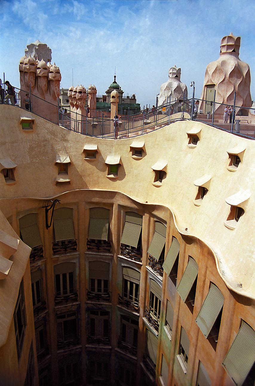 C10 Casa Milà, Barcelona