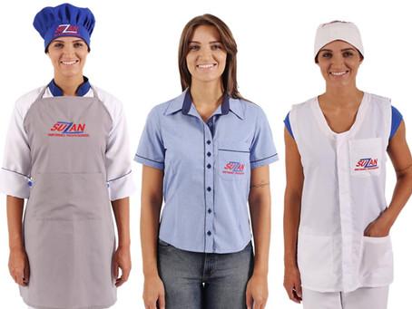 Quantos uniformes a empresa deve fornecer ao funcionário?