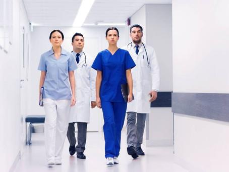 Cores nos uniformes hospitalares