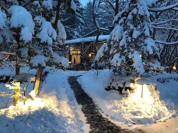 雪のエントランス.jpg
