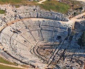 Teatro_greco_di_Siracusa.jpg