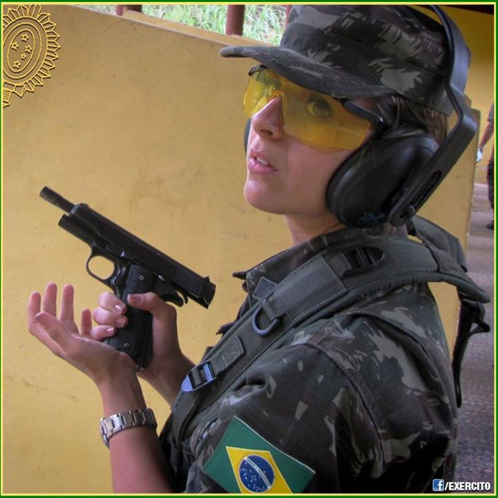Mulheres na carreira bélica / Women in the military