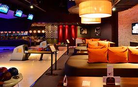 18 Bunswick fine designed bowling lanes