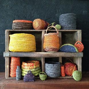 Basket weaving using raffia group