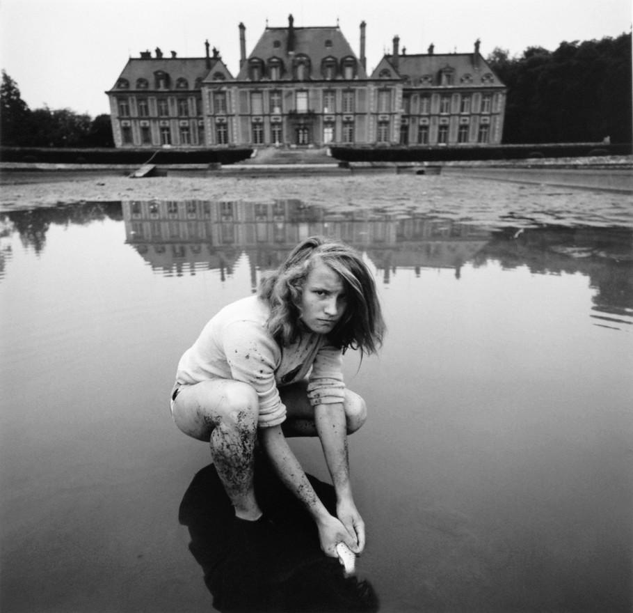 Girl with Goldfish, Choisel, 1974