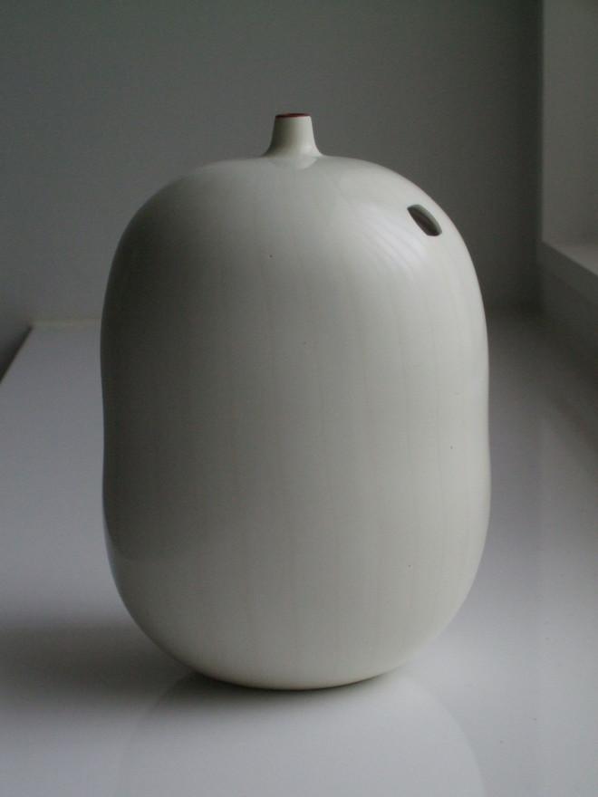 """""""Un occhio e un petalo rosso"""" Vase, 2002"""