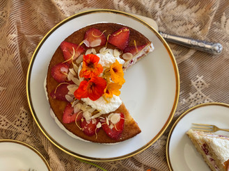 Sponge cake with whipped ricotta and strawberries