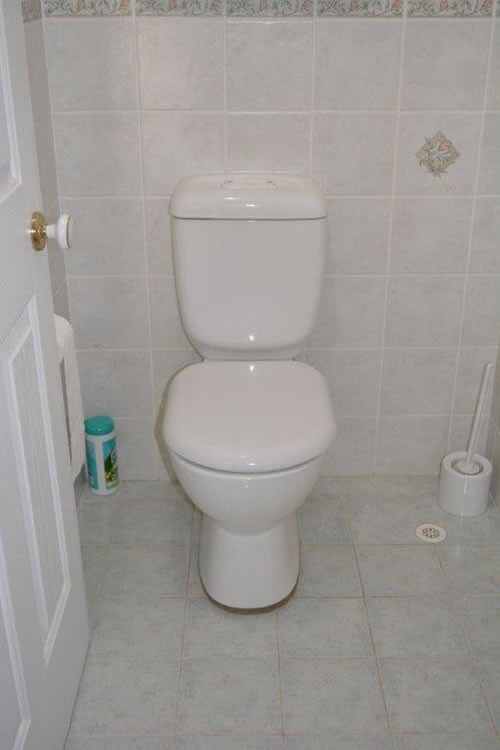 Toilet aid photo 04 Before