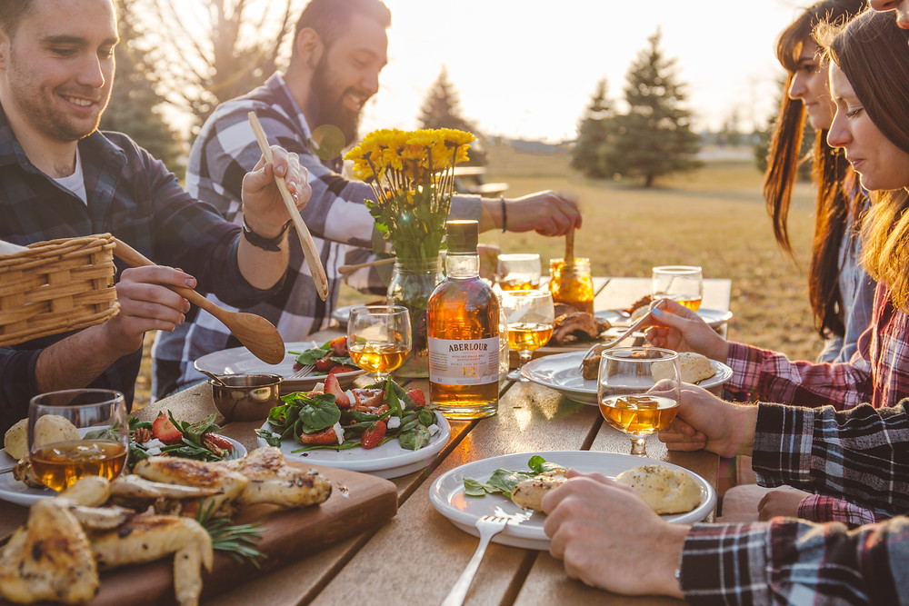 Behind the scenes of a summery BBQ lifestyle photoshoot