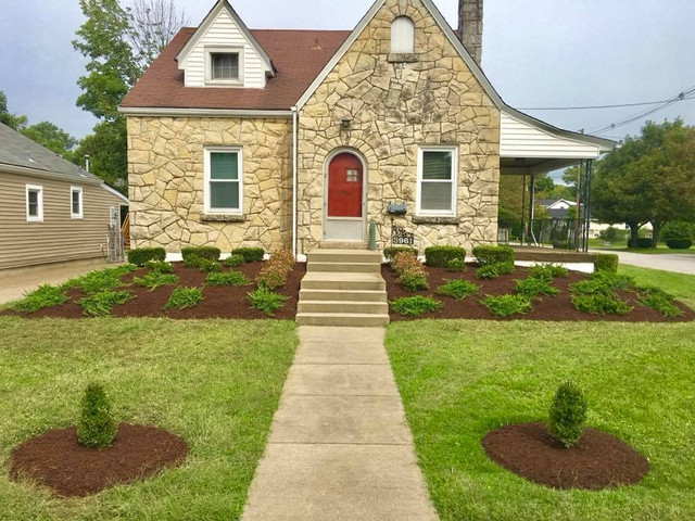 A relandscaped home in St. Mathews landscaping