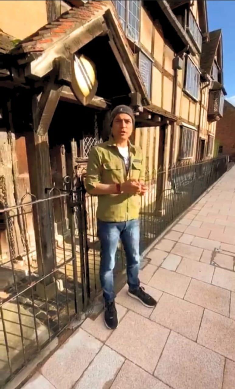 Maharishi Aazaad at Shakespeare House in UK