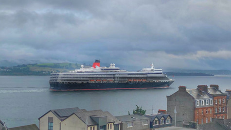 Cunard Queen Elizabeth Heading To Greenock Ocean Terminal ...