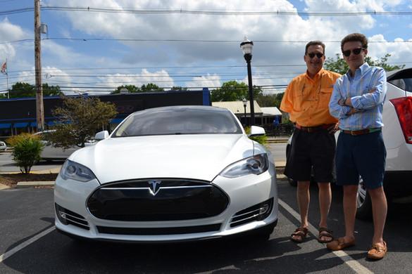 Glenn-Sullivan-White-Tesla-Model-S-1.jpe