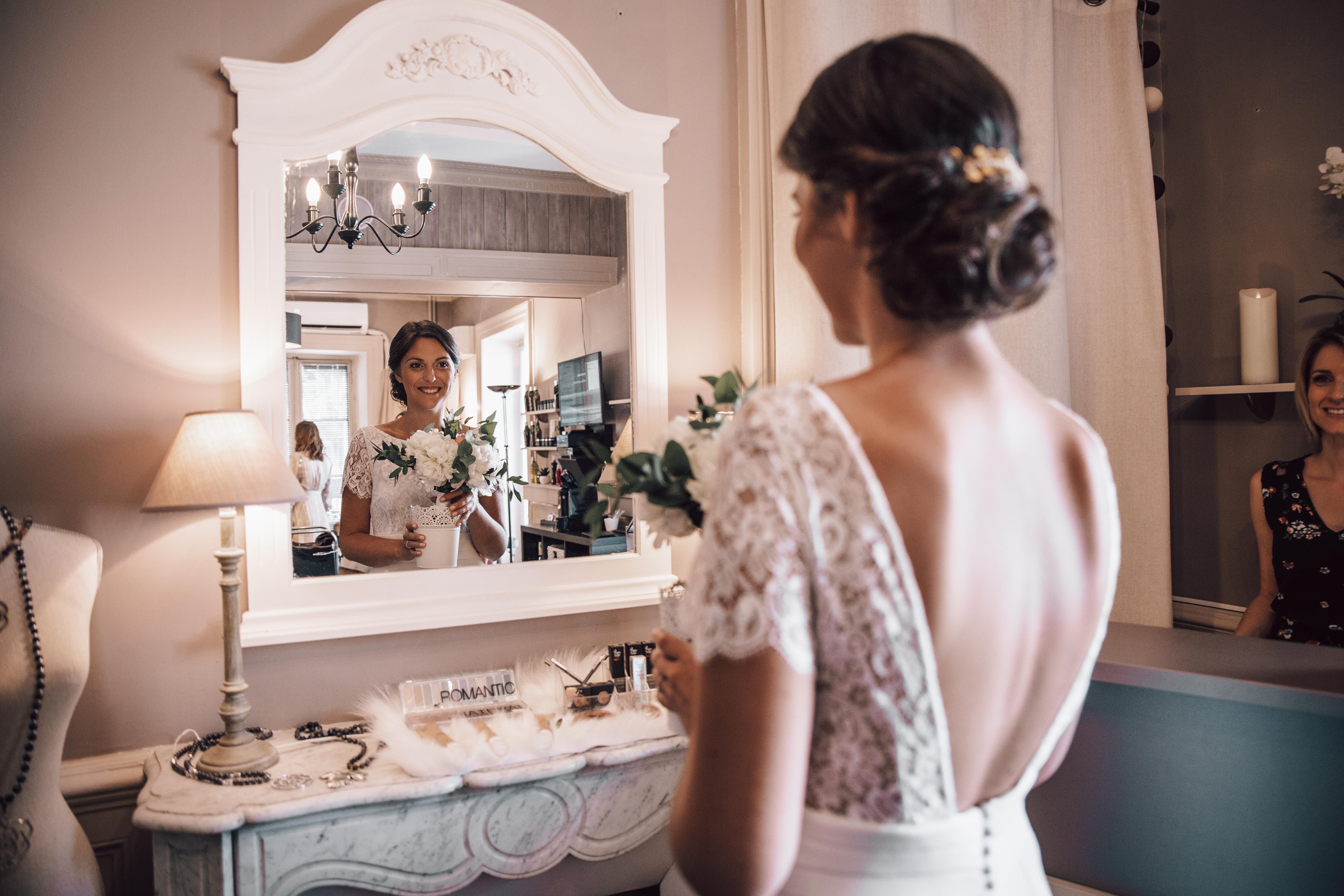La mariée avec son bouquet
