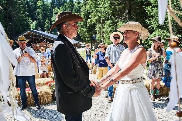 Mariage de Fabienne & Pierre - Wedding planner & Officiant par Eden Time et Décoration du mariage par Les Décos d'Eden