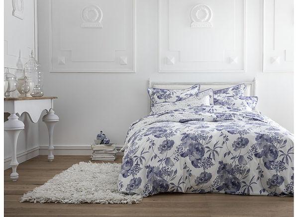 drap et linge de lit bordeaux