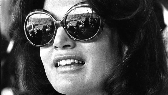 jackie-kennedy-oversized-sunglasses