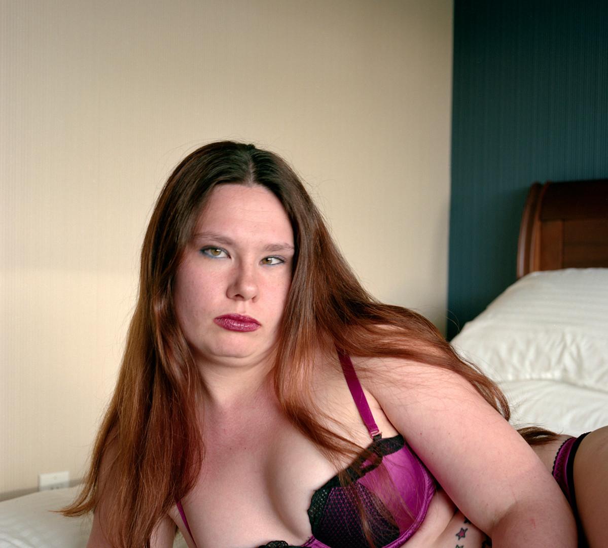 Jocelyn Lee, Untitled (Chrissy on bed), 2009