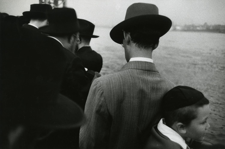 Robert Frank, Yom Kippur - East River, New York City, 1955-56