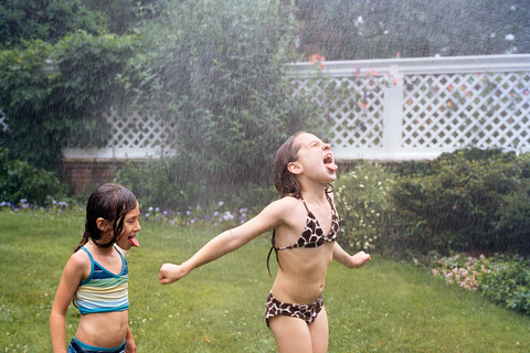 Jocelyn Lee, Untitled (Pearl and Isabelle in spray), 2008