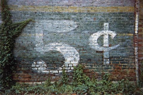 William Christenberry, 5 Cent Sign - Demopolis, Alabama, 1976