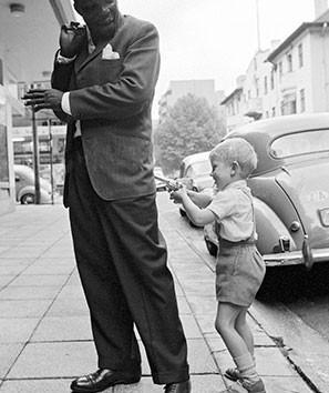 David Goldblatt, Hold-up in Hillbrow. , November 1963