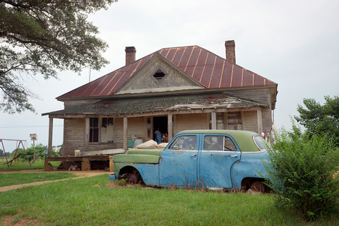 William Christenberry, House and Car (Close View), near Akron, Alabama, 1985