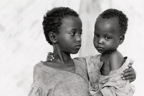 Fazal Sheikh, Shamsa Moka Abdi and her sister Shahil, Somali refugee camp, Mandera, Kenya, 1993