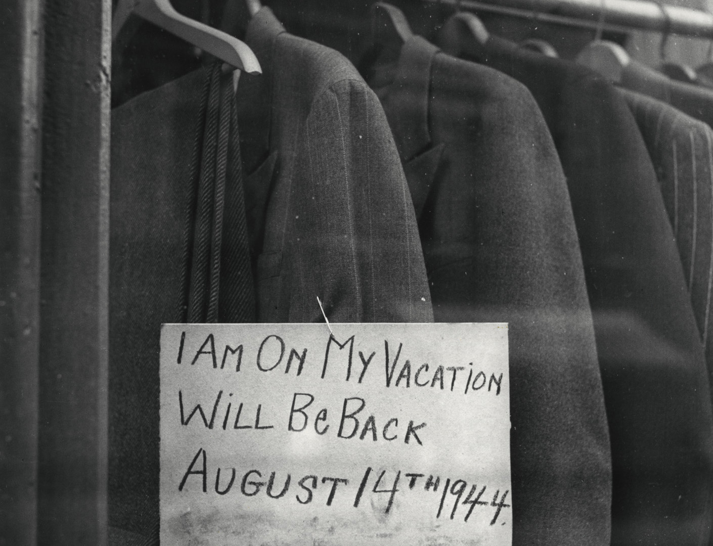 Irving Penn, I Am On My Vacation, New York, 1944