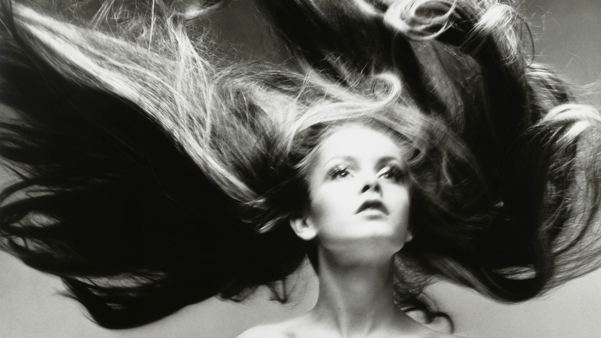 Richard Avedon, Twiggy, Hair by Ara Gallant, Paris studio, January 1968