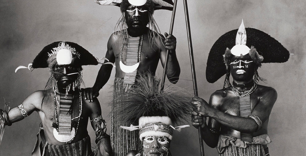 Irving Penn, Woman with Three Tribesmen, New Guinea, 1970