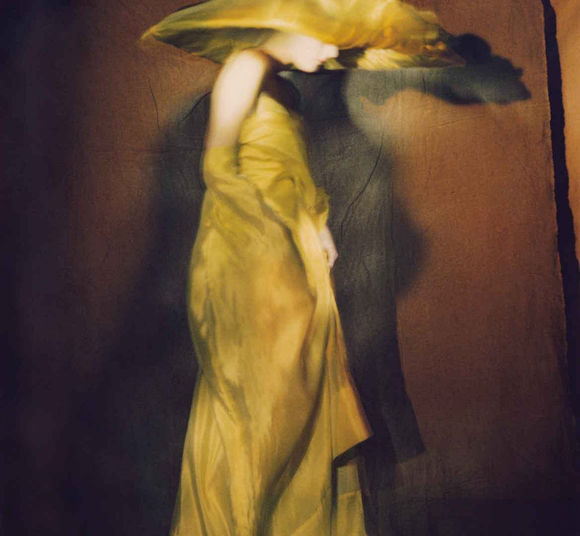 Paolo Roversi, Guinevere in yellow dress, Paris, 1996