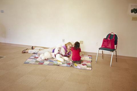Judith Joy Ross, Reading to dogs, Bethlehem Area Public Library, Bethlehem, Pennsylvania, 2011