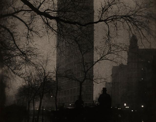 Edward Steichen (1879-1973), The Flatiron Building - Evening, New York, 1905
