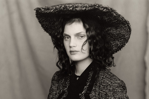 Paolo Roversi, Guinevere sitting with Goupai, Paris, 1996