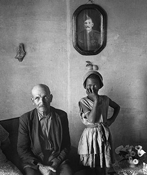 David Goldblatt, A pensioner with the child of a servant. Wheatlands, Randfontein, Transvaal (Gauteng). , September 1962