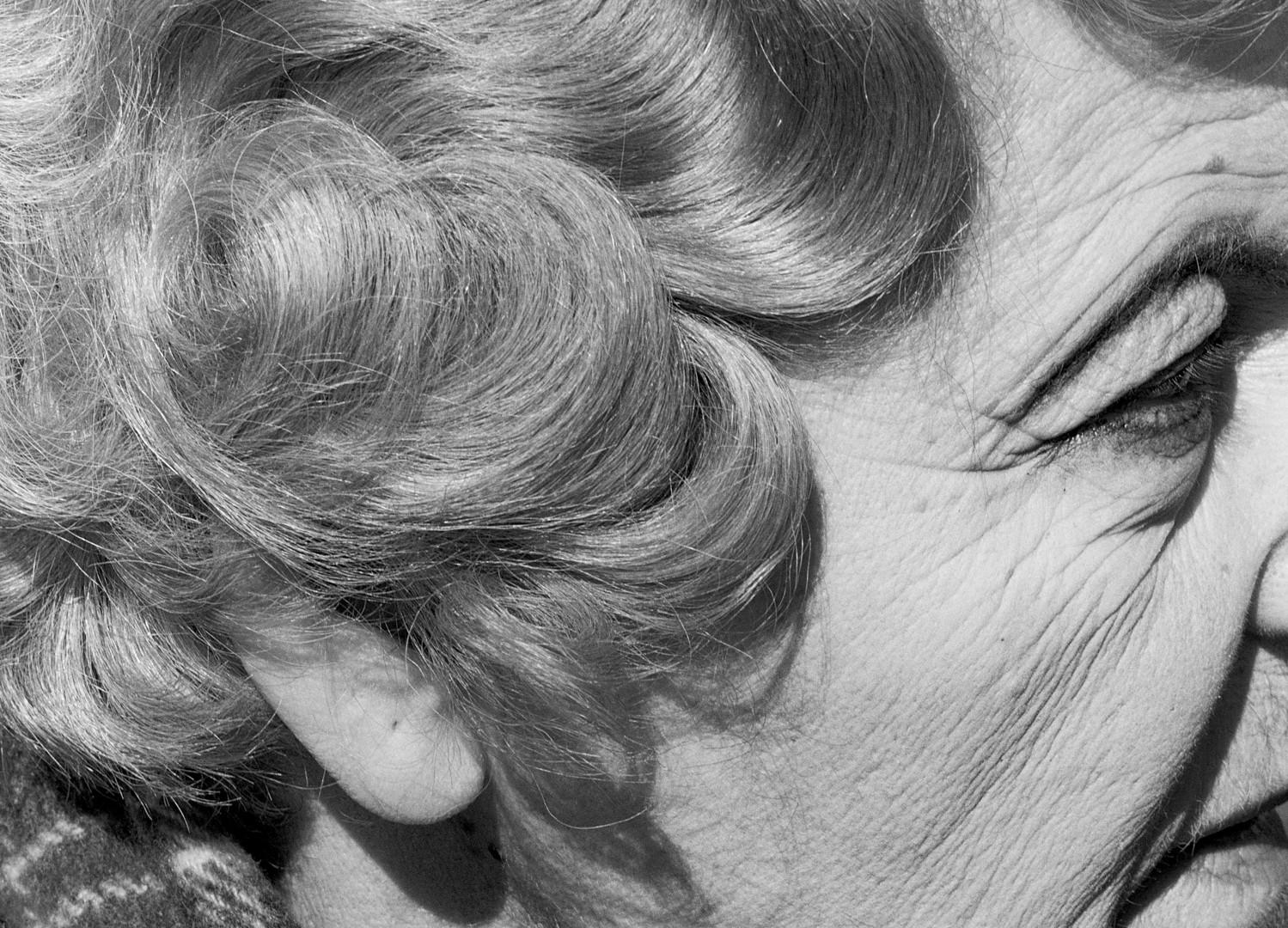David Goldblatt, Woman with pierced ear, Joubert Park, Johannesburg, 1975