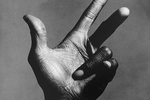 Irving Penn, The Hand of Miles Davis (C), New York, 1986