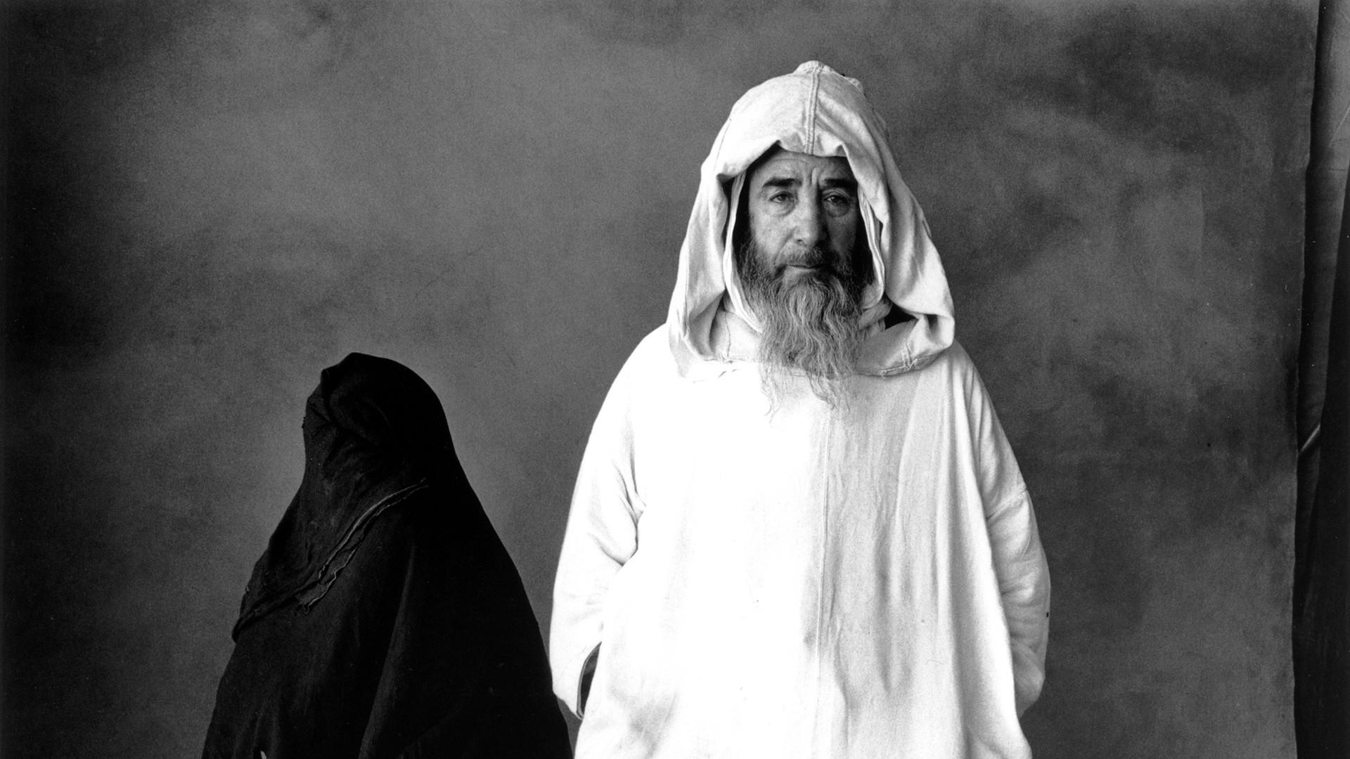 Irving Penn, Man In White - Woman In Black, Morocco, 1971