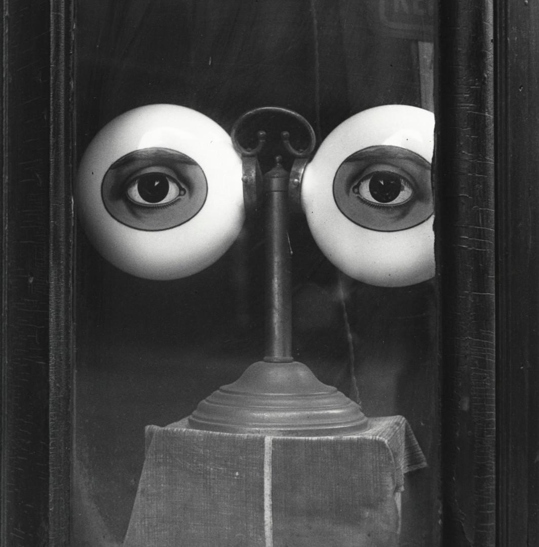 Irving Penn, Optician's Shop Window (B), New York, 1939