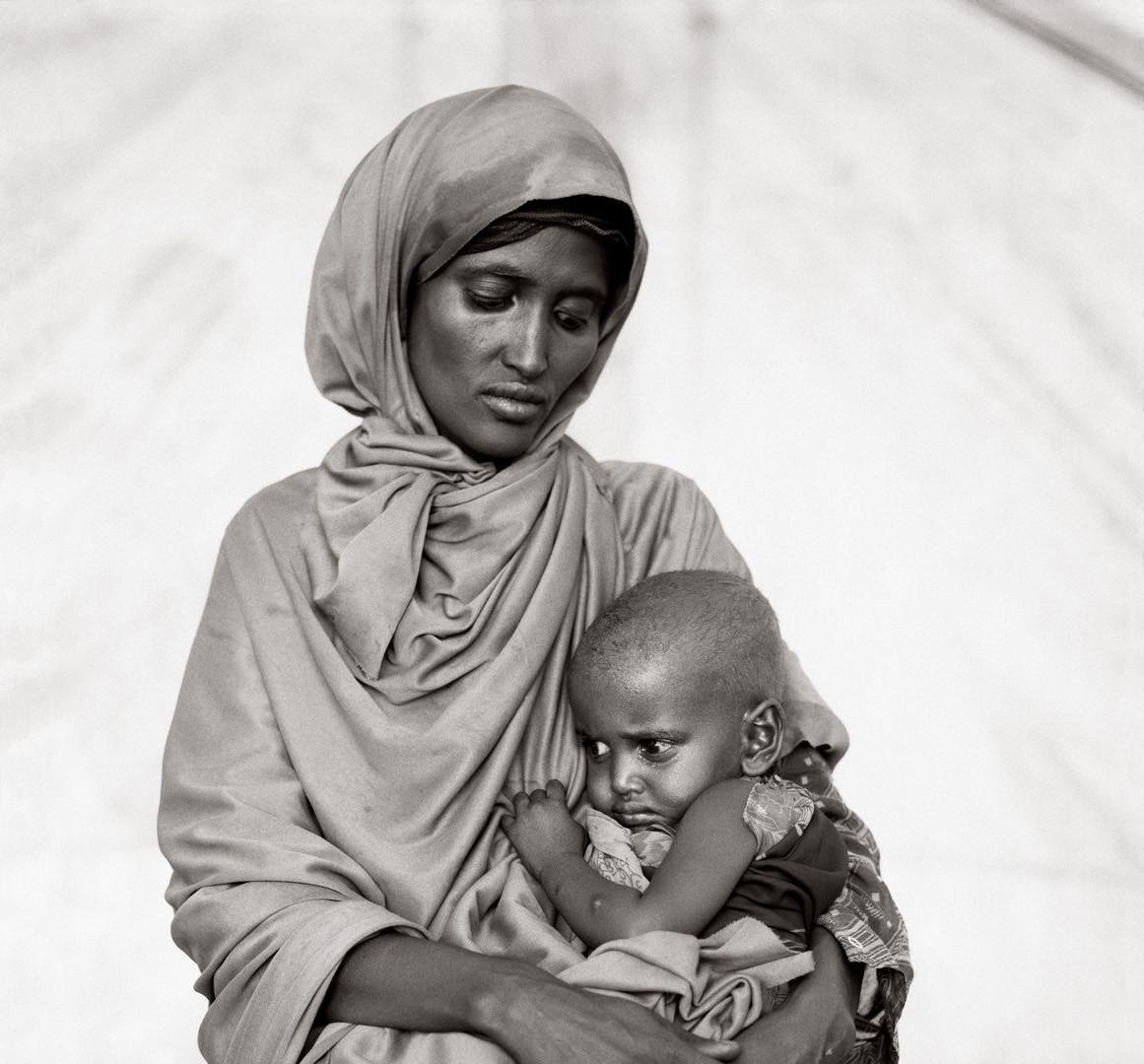 Fazal Sheikh, Amina Alio Abdi with her son Mohammed, Somali refugee camp, Mandera, Kenya, 1993