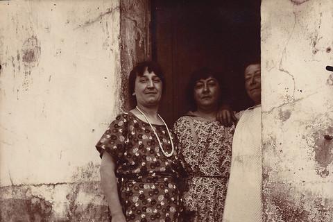 Eugène Atget, Rue Asselin, La Villette, 1924-25