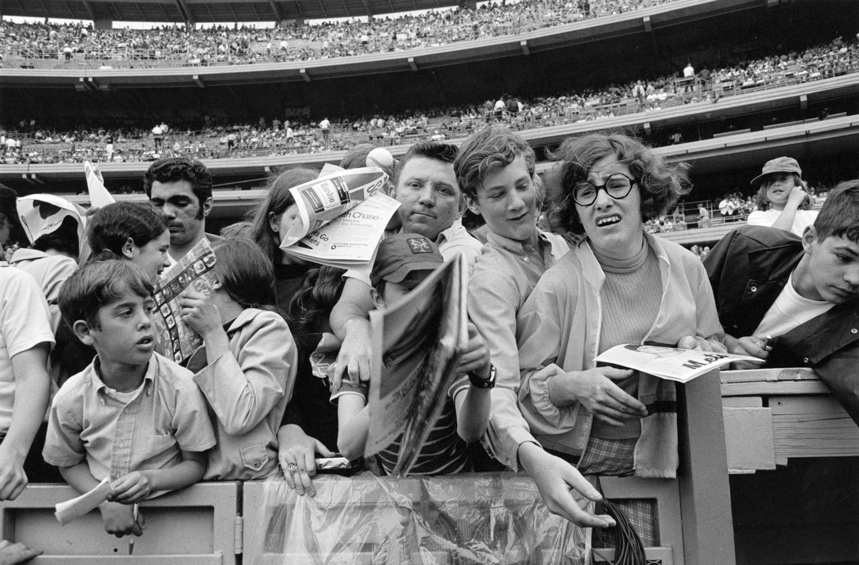 Tod Papageorge, Autograph seekers, Shea Stadium, New York, 1970
