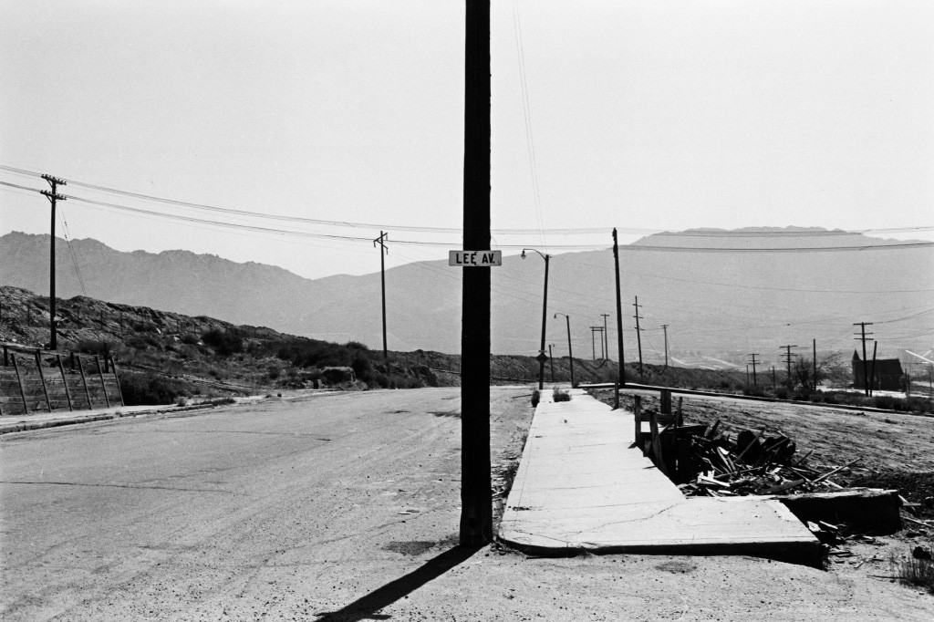 Lee Friedlander, Lee Avenue, Butte, Montana, 1970