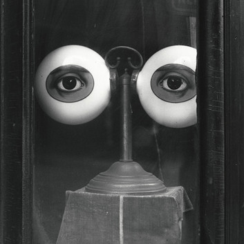 Irving Penn, Optician's Shop Window (B), New York, 1939