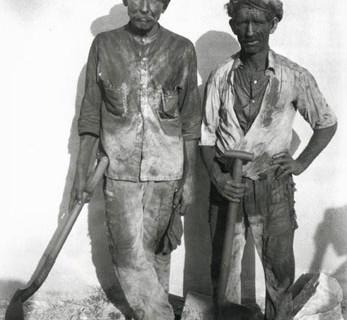 Walker Evans, Dock Workers, Havana, 1932