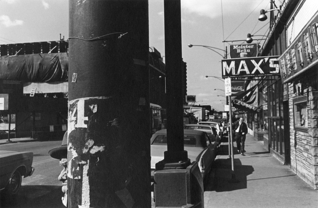 Lee Friedlander, Street Scene (Max's), Chicago, 1972