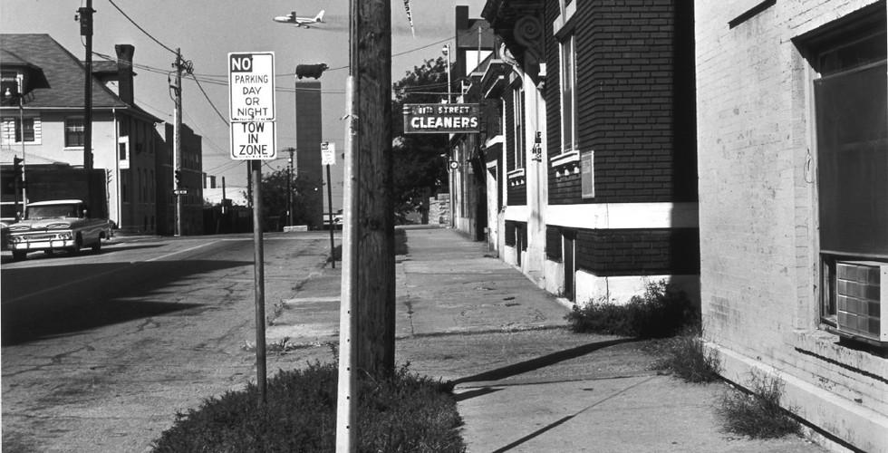 Lee Friedlander, Kansas City (Plane Over Bull), Missouri, 1964