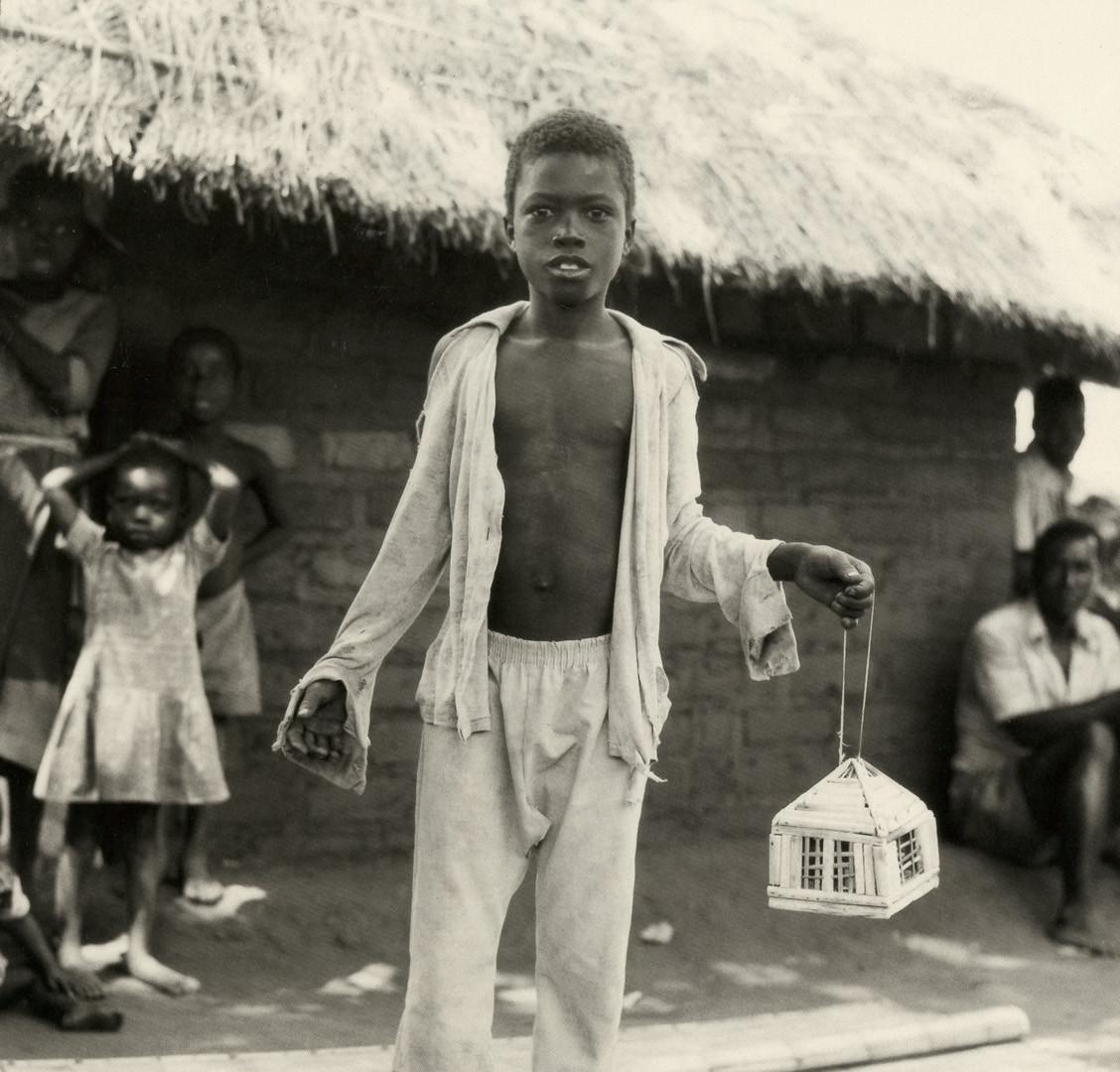 Fazal Sheikh, Tony Matayu with caged Kambuna birds, Mozambican refugee camp, Nyamithuthu, Malawi, 1994