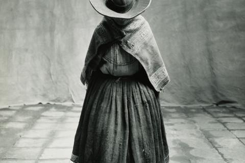 Irving Penn, Cuzco Woman Looking Down, Cuzco, 1948